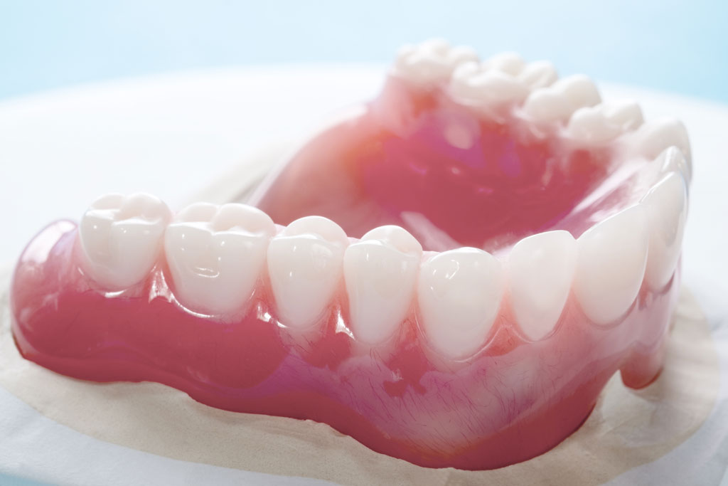 Festsitzende und abnehmbare Zahnprothesen in Gerasdorf